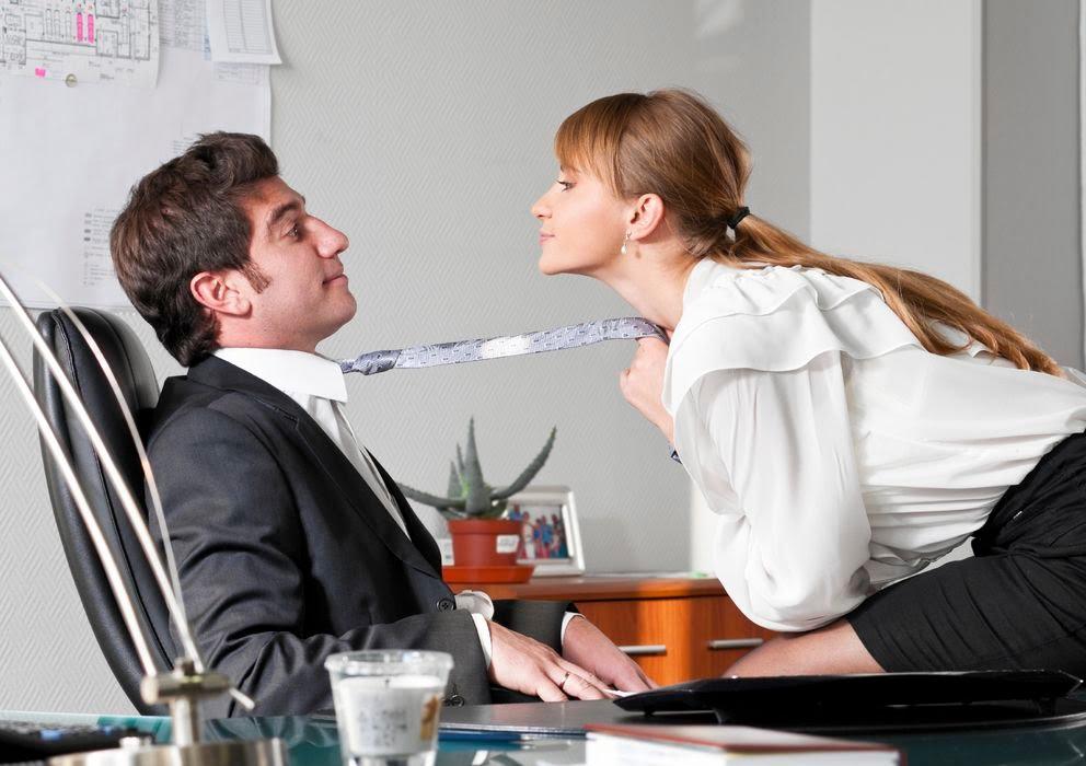 Las relaciones amorosas entre compañeros de trabajo aumentan la productividad
